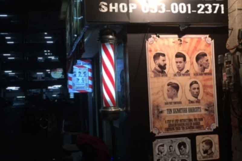 バンコク・タニヤでプレハブ理髪店「デイビッドNo.5」のロックな人気カットを体験