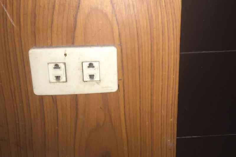 タイランド・バンコクではコンセントの形と日本の電気製品の電圧に注意