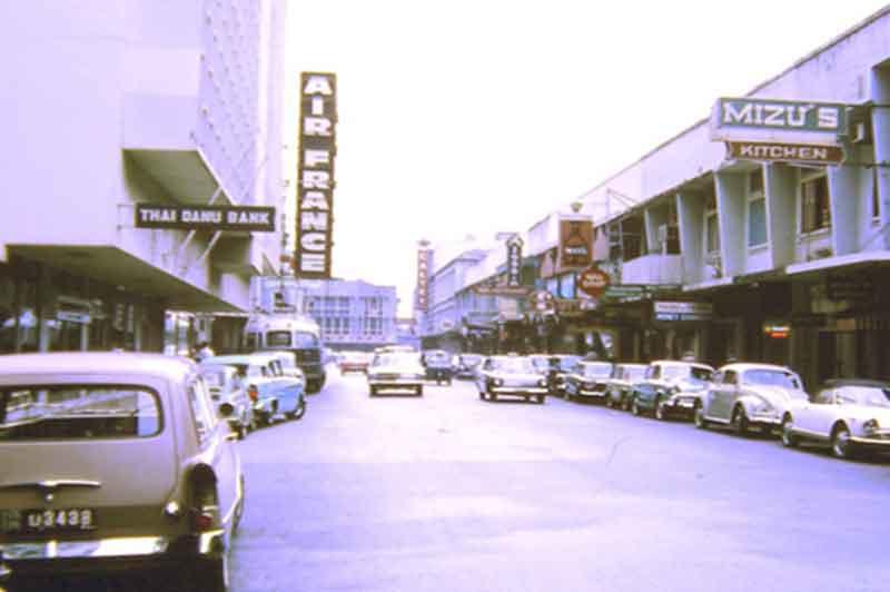 1960年代のパッポン。右側にあるのが、現在もサバステーキが有名な「ミズキッチン」です。
