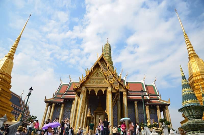 タイでWEB制作を行う上でタイ企業に依頼するメリットデメリットとは