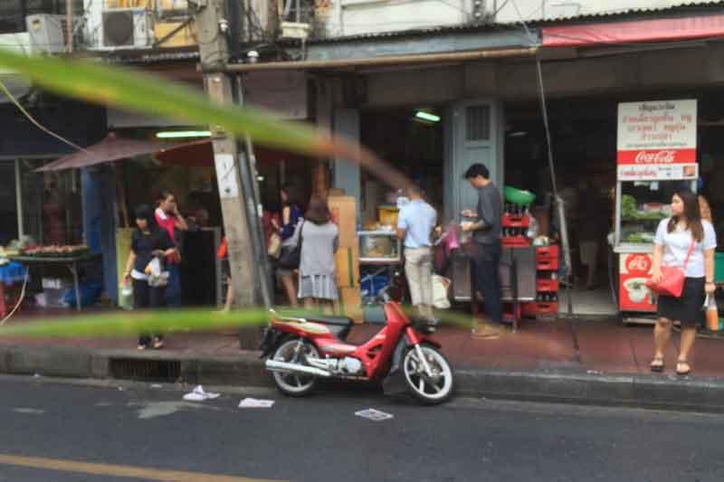 バンコクで店舗物件を選ぶ注意点7 店舗周囲の人の動線に気を付ける