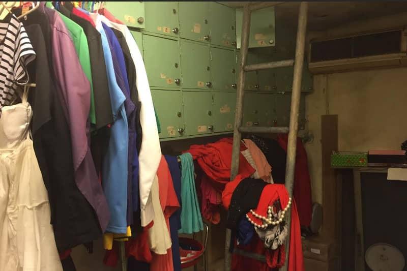 更衣室。ロッカーあり。