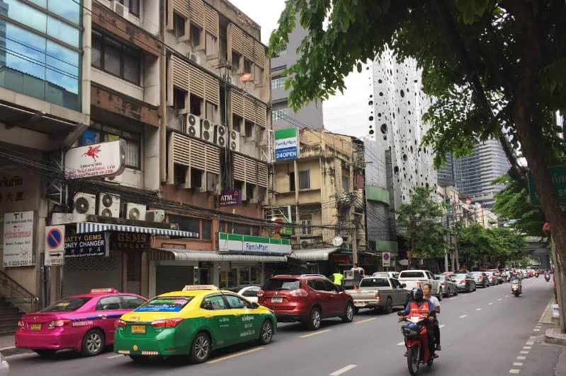 スリウォン通りバンコクのホテル店舗屋台・料金便利情報