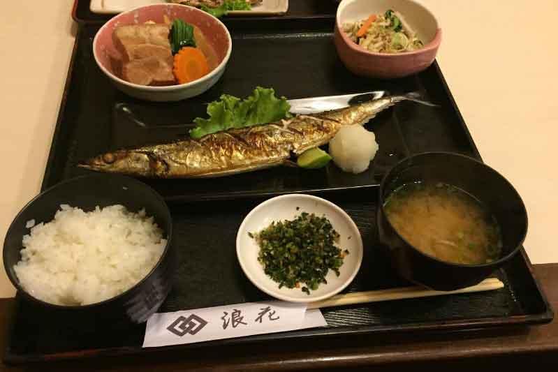 シーロム・タニヤの老舗割烹「浪花」ランチはお得!魚定食料金と感想