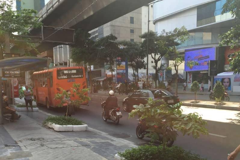 シーロム通り・バンコクの便利なスポット・飲食店の場所や料金情報