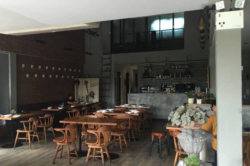 トンロー・バンコク居抜きレストランバー店舗不動産物件の売却情報