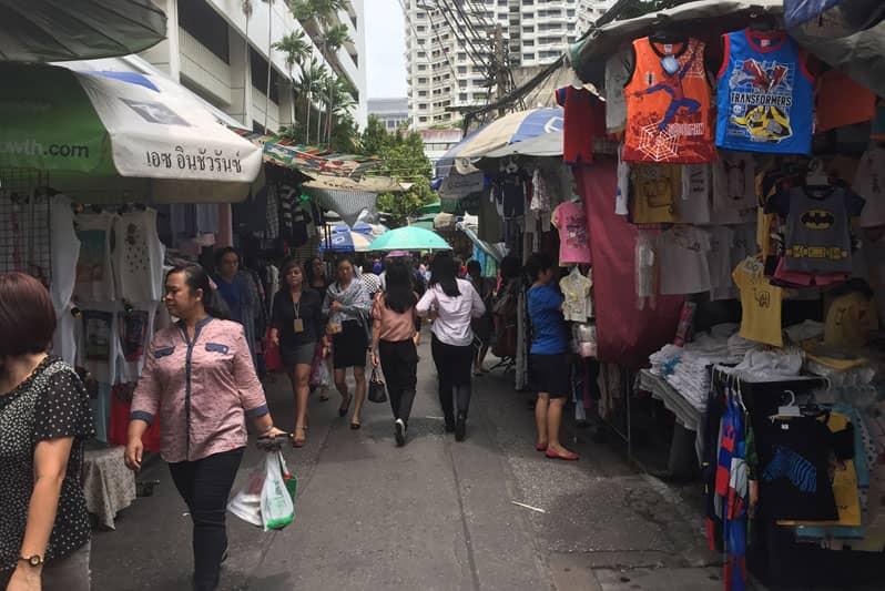 バンコクシーロム「OL市場」ラライサップは便利な激安日用品屋台街