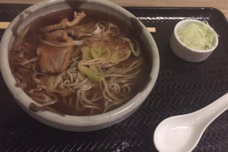 タニヤ和紡庵バンコク人気ソバ屋はコシのある蕎麦と豊富な天ぷらの店