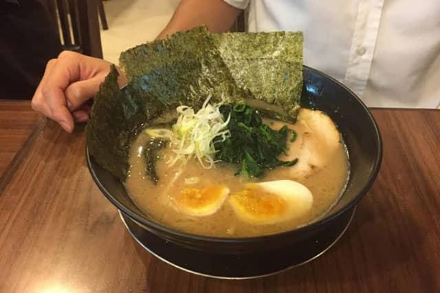 ラーメン内田家・バンコクタニヤで横浜家系と九州豚骨こってりを味わう