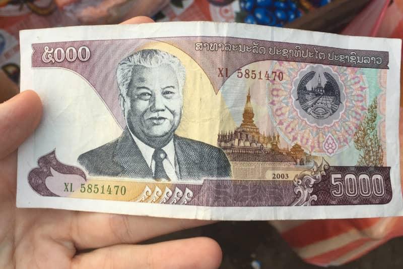 ラオスの通貨。5000キープ。