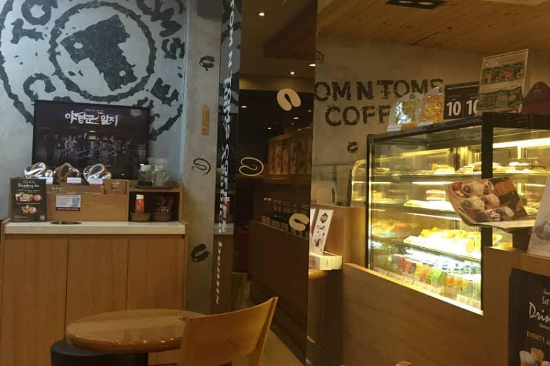 バンコク24時間営業カフェTOM N TOMS COFFEEシーロム深夜便利店