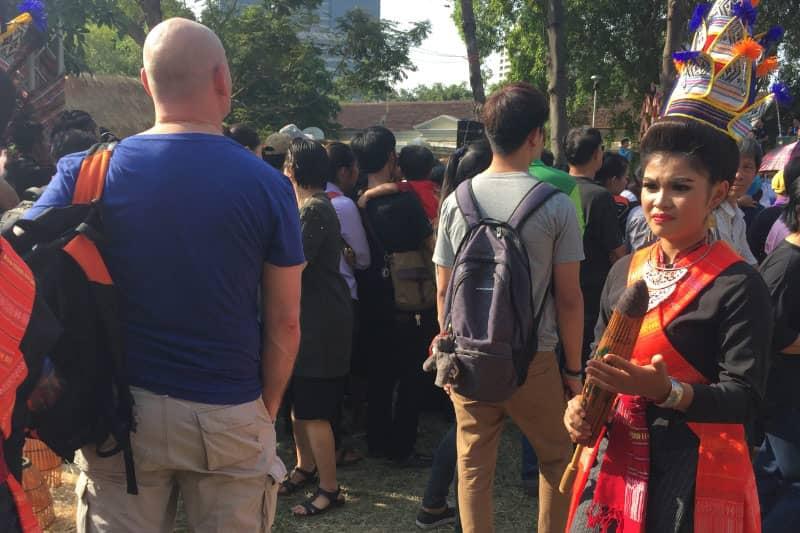 ルンピニ公園で行われているタイ観光フェスで地方のダンスを披露した踊り子。