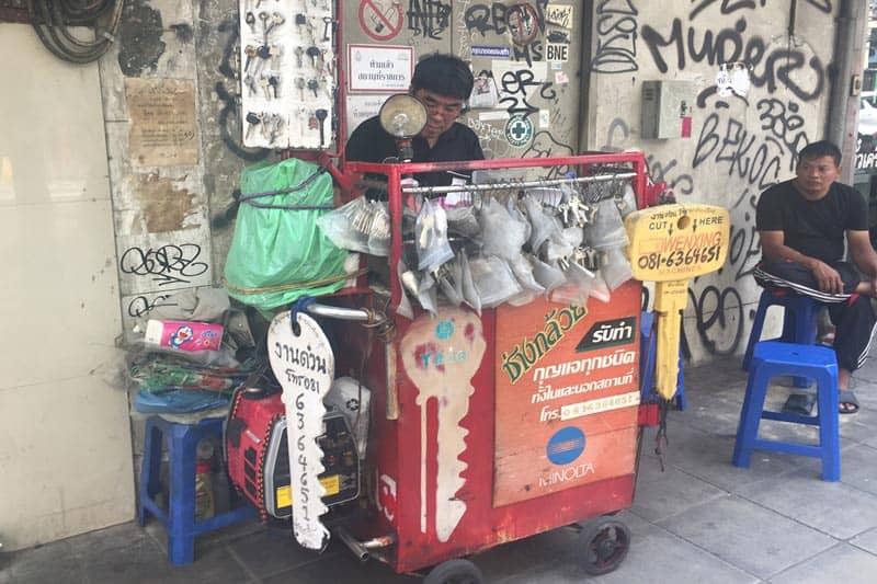 シーロム・タニヤ近辺で合鍵・スペアキーを格安で急ぎで作る業者の店