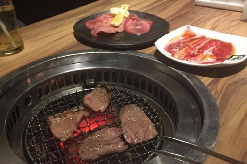 バンコク・タニヤ焼き肉「牛角」リニューアルで味向上・タイ人に人気