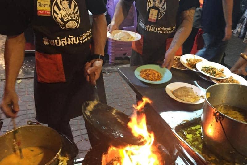 タイ名物パッタイおすすめ店ティップサマイ・バンコクの炎の料理人!