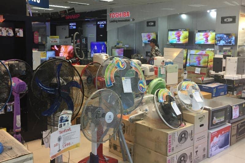 シーロム家電量販店AKIHABARA閉店格安セール・キャンギャルも登場
