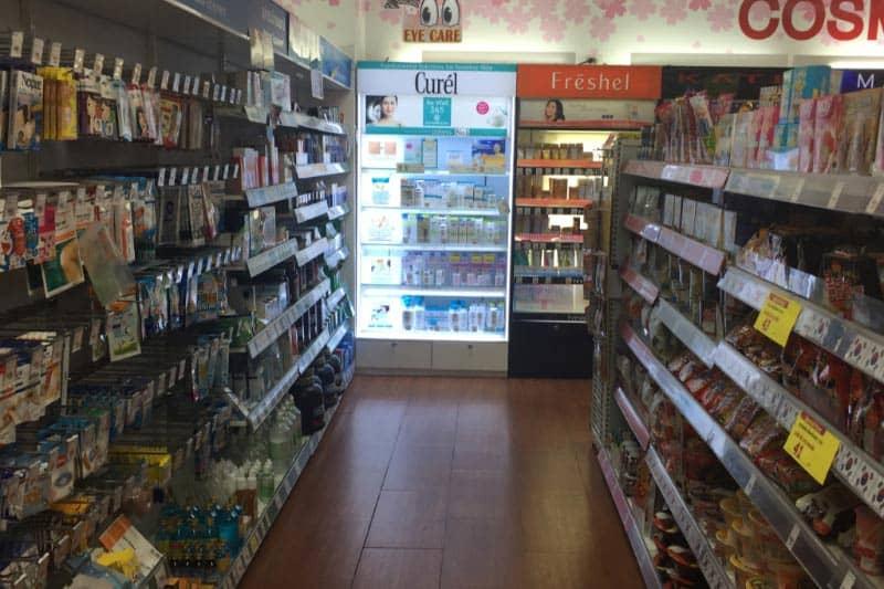 タニヤ・パッポン近くドラッグストア「ツルハ」日本製品も豊富で便利