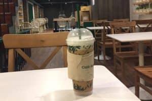 チャオクワイ(仙草ゼリー)入りタイ式紅茶をタニヤのコンテナ店で買う