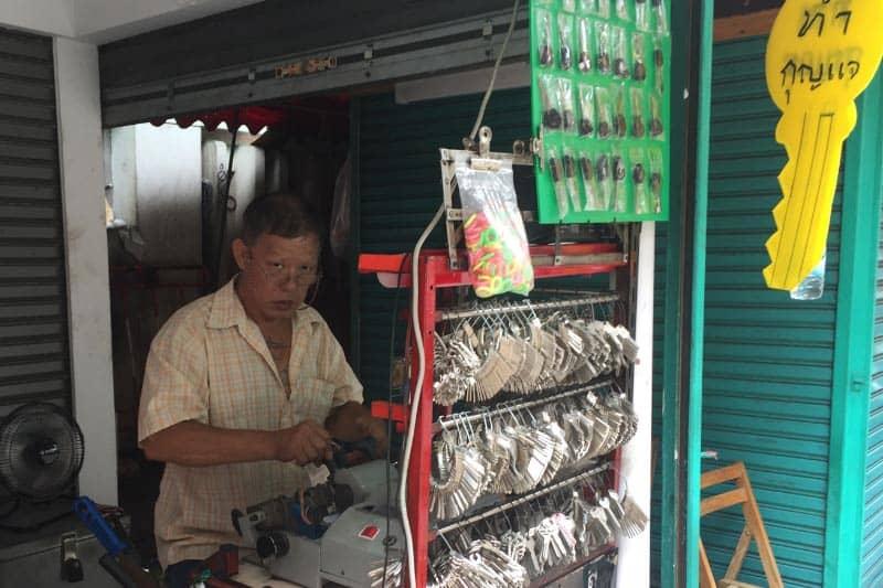 バンコク・シーロムのタニヤ通り合鍵屋・南京錠やダイヤルキーも販売