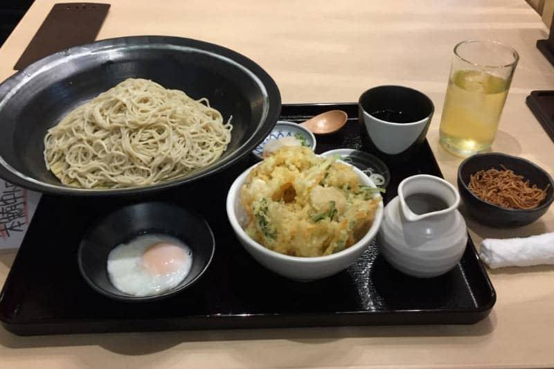 タニヤ店「生そばあずま」オープン・バンコクで人気3玉まで同料金!