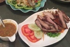 「緑のカオマンガイ」と「ピンクのカオマンガイ」食べ比べ感想と料金
