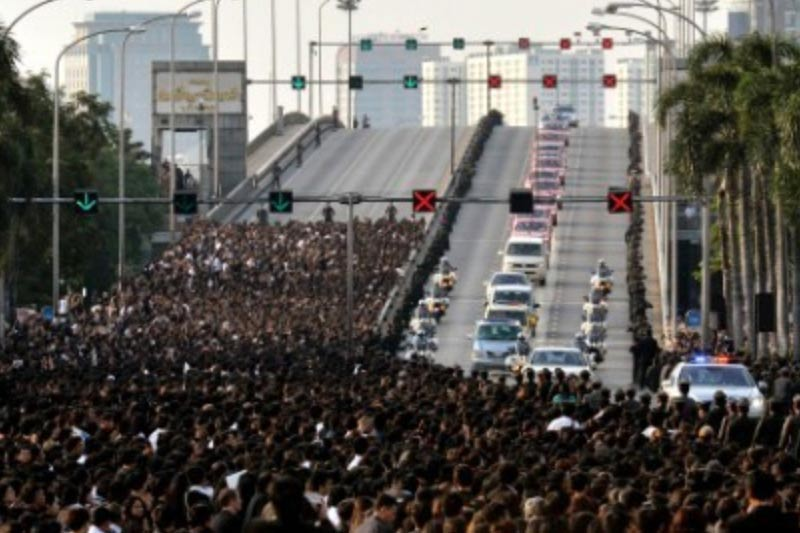 速報タイ前国王葬儀・タニヤ・パッポンの街の様子・コンビニも閉鎖