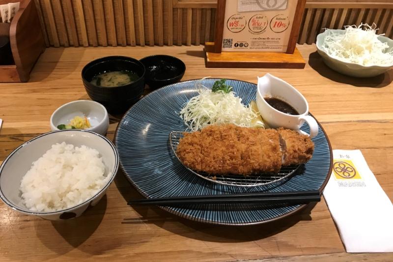「とんかつ まい泉」タニヤ近くシーロム店で箸で切れる肉を味わう