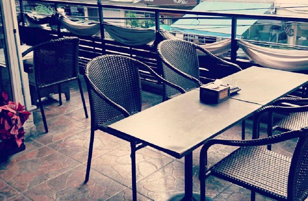 プロンポン駅近・商業施設内の開放的な小型飲食店居ぬき店舗格安物件