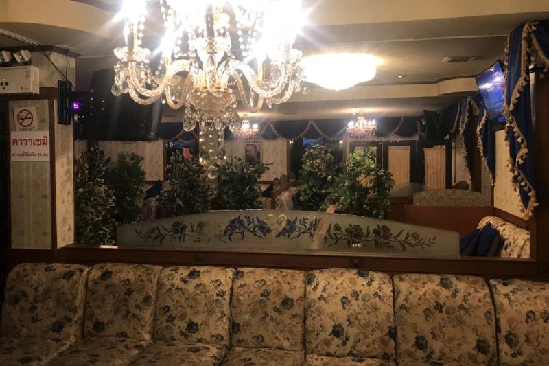 バンコクタニヤ豪華なカラオケ居ぬき店・状態良く即営業可・家賃格安