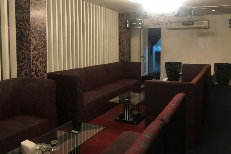 バンコクタニヤ・大きいカウンターのある高級カラオケ店舗居ぬき売却