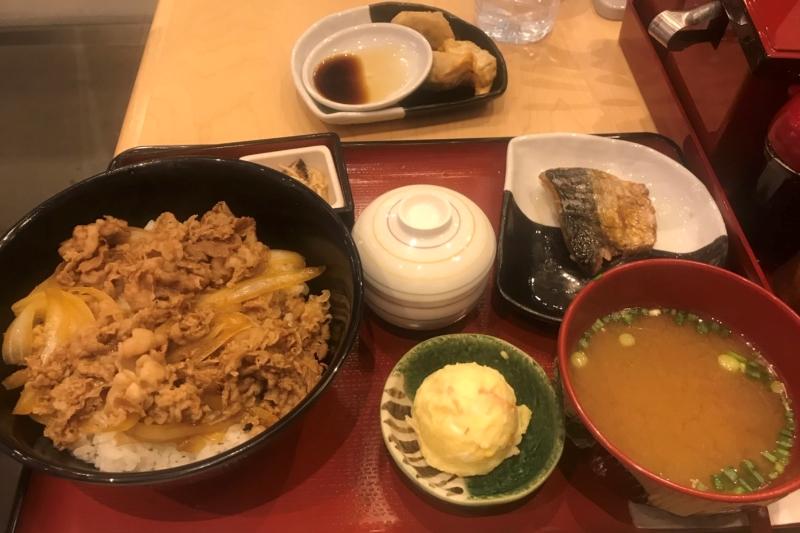 バンコク「すき家」タニヤ店オープン・タイの牛丼の値段と味の感想