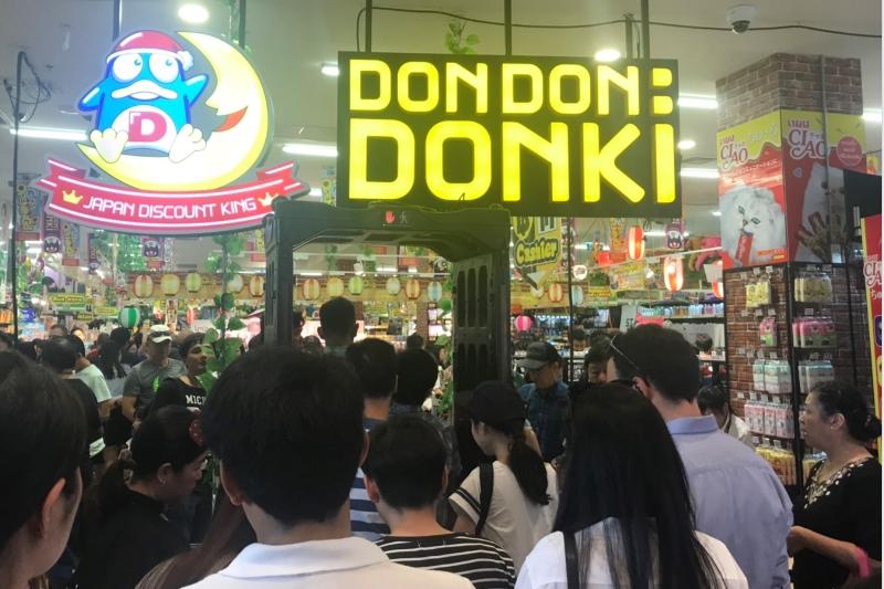 バンコクにドン・キホーテ1号店トンロー店開店・品揃えと価格、営業時間