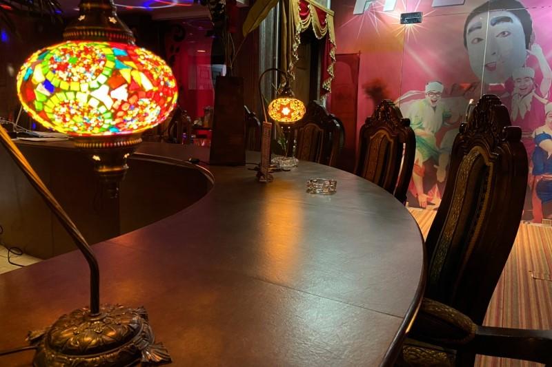 夜喫茶が大人気・スクールメイツカフェ・トンローエカマイのアイーン