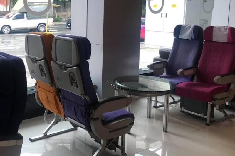 タイ航空シーロム支店が航空機カフェ!有名な機内食の揚げパンも販売